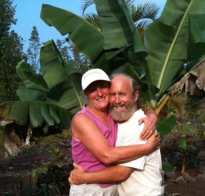 Clients, Heather and Tim, hugging with banana leaves as a backdrop - on behalf of ArabelCamblor.com