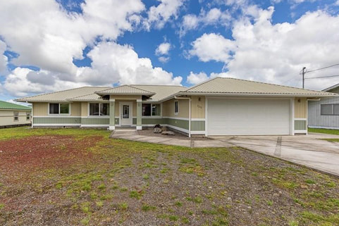 Single family 3 beds 2 baths home in South Hilo of the Big Island sold by Realtor Broker Arabel L Camblor of Arabel L Camblor Realty